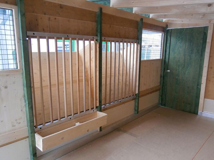 Transportabler Stall (Innenansicht) der Herdbuchzucht Schneider in Viernau/Thüringen